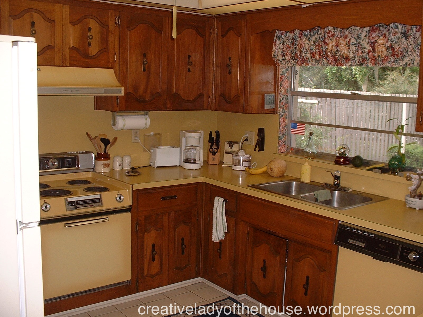 Small old kitchen home design ideas in small old kitchen for Kitchen cabinets makeover